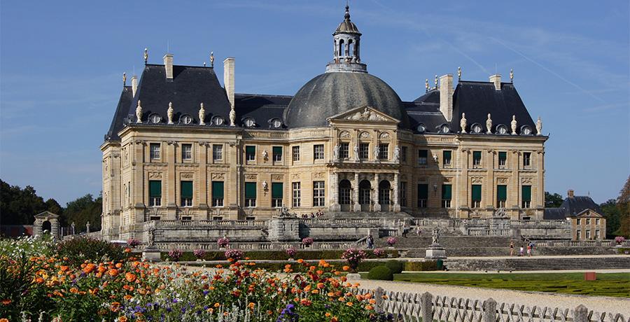 le bus des amis du louvre châteaux de Vaux-le-Vicomte et de Courances