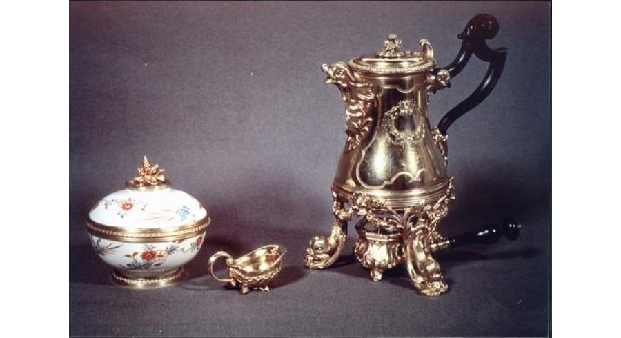 Nécessaire offert par Louis XV à la reine Marie Leczinska à l'occasion de la naissance du Dauphin en 1729