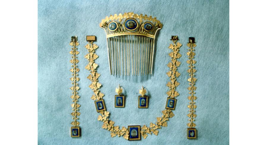 Parure en or et mosaïque de Marie-Louise