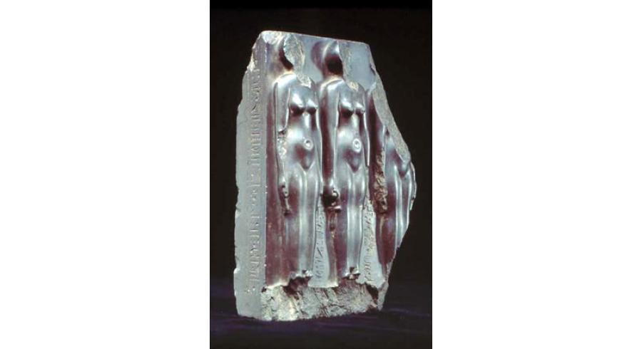 Groupe fragmentaire représentant trois femmes en haut relief